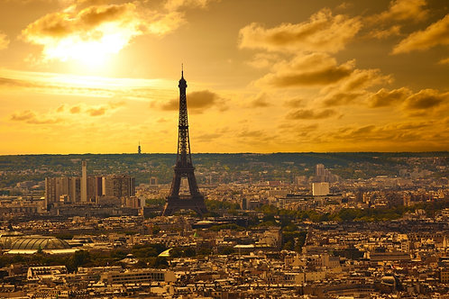 Вид на Эйфелеву башню на закате