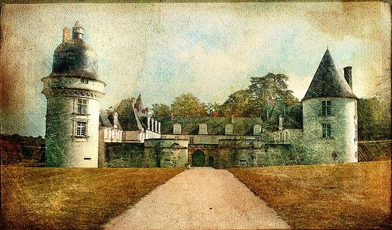 Замок Гэ-Пеан в Долине Луары в винтажном стиле