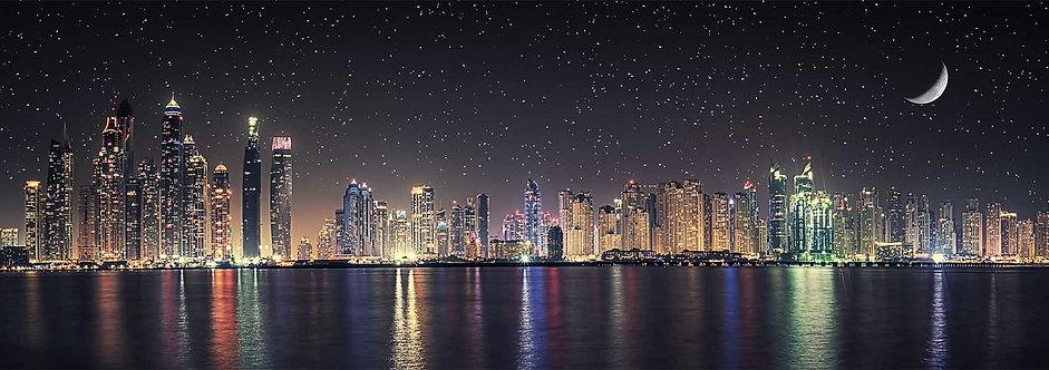 Дубайский морской пейзаж под лунным светом
