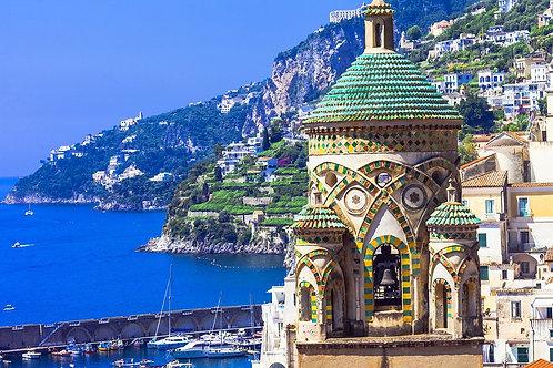 Красивый вид на церковь Амальфи в Италии