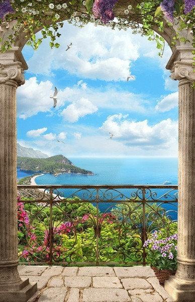 Вид на море с балкона через арку с цветами