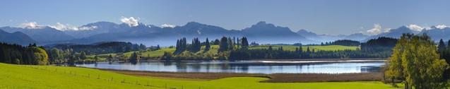 Панорамный вид на красивый сельский пейзаж недалеко от города Фюссен - Бавария, Германия | #116391238