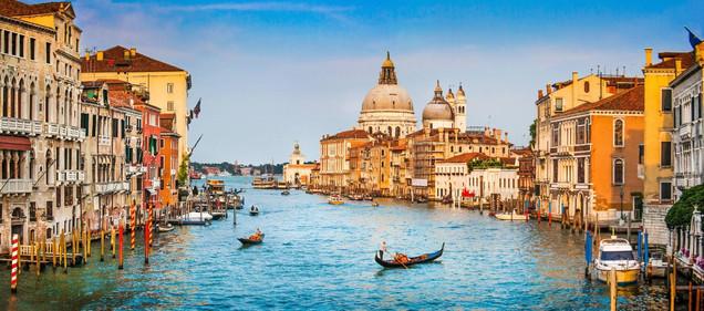 Панорамный вид на канал Гранде и базилику Санта-Мария-делла-Салюте в Венеции - Италия | #179811500