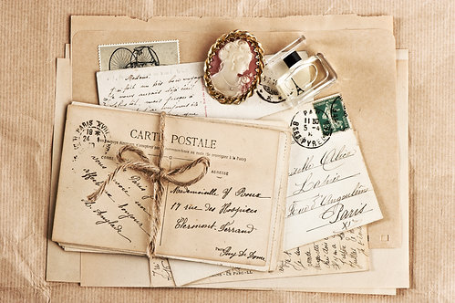 Винтажный фон из старых французских открыток и писем