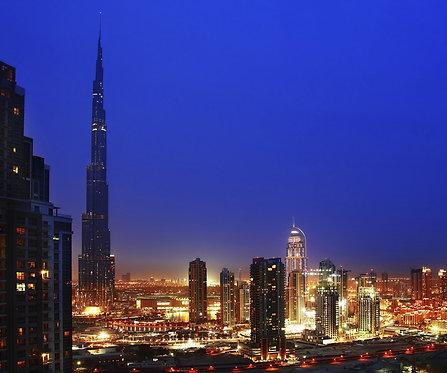 Ночной Дубай с городскими огнями