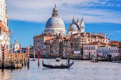 Гранд-канал и гондолы в Венеции