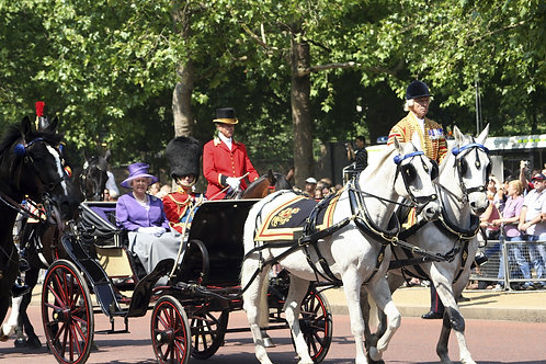 Елизавета II и принц Филипп на королевском параде