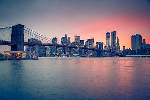 Бруклинский мост в сумерки - Нью-Йорк