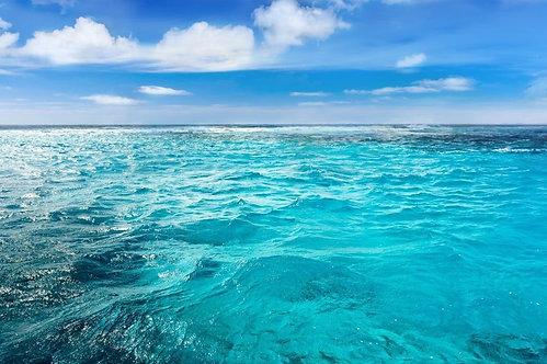 Карибское море с облаками на горизонте