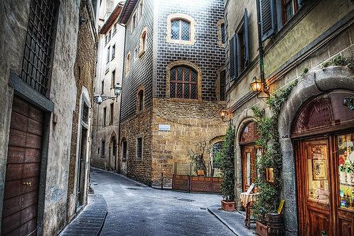 Красивая узкая улица во Флоренции - Италия