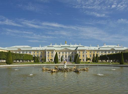 Большой петергофский дворец и фонтан