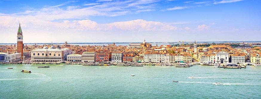 Панорамный вид с высоты птичьего полета на площадь Сан-Марко в Венеции