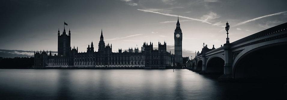 Биг-Бен и дом Парламента в Лондоне в сумерках