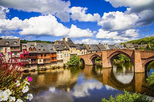 Живописный городок Эспальон на юге Франции