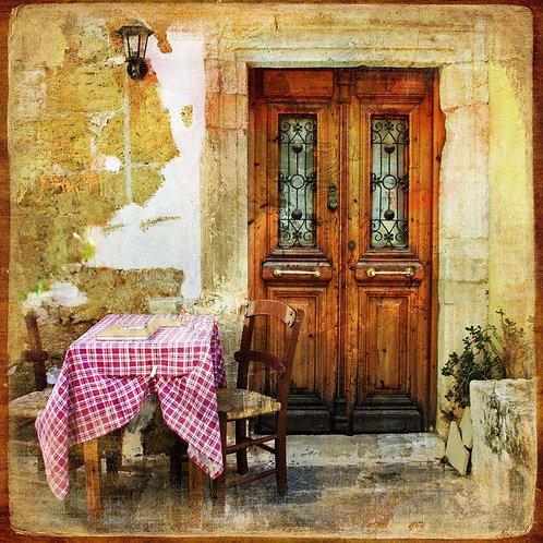 Старая греческая улица с таверной в ретро-стиле