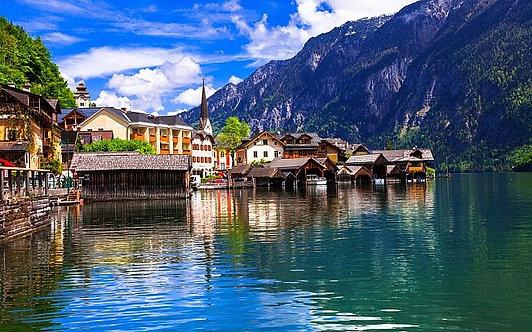 Красивый альпийский городок Халльштатт в Австрии
