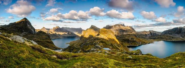 Захватывающий панорамный вид на горы в дикой части Лофотенских островов | #166619000