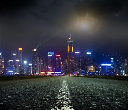 Асфальтовая дорога и ночной город