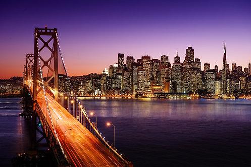 Вид на Сан-Франциско и мост после заката