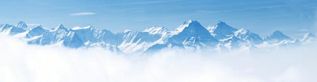 Панорамный пейзаж снежного горного массива с голубым небом - Пилатус, Альпы, Швейцария | #92939050