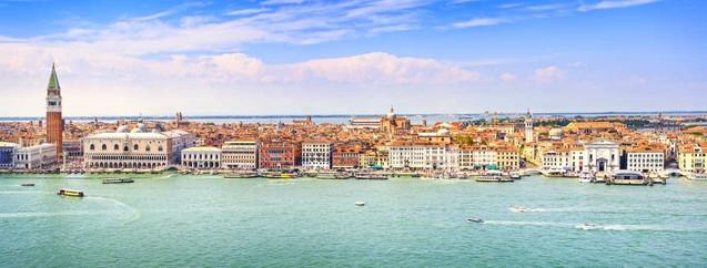 Панорамный вид с высоты птичьего полета на площадь Сан-Марко в Венеции | #362073755