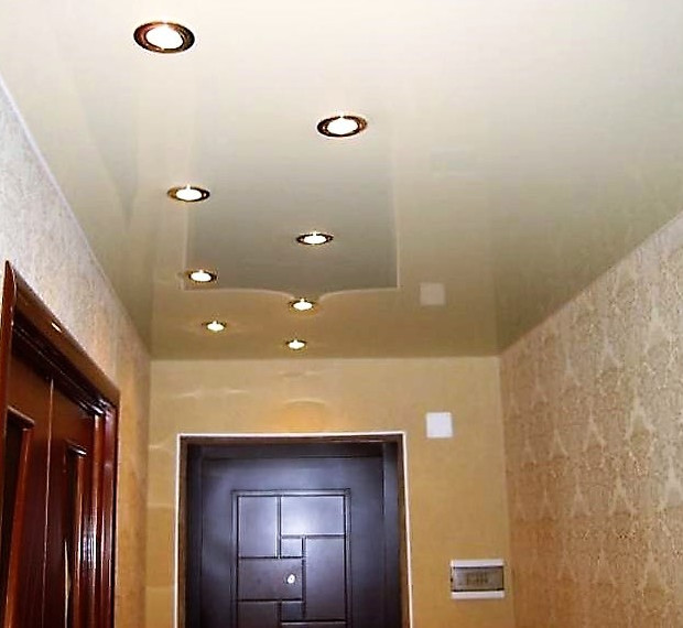 stretch-ceilings-hallway-lacquer-white.j