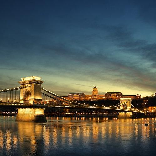 Королевский дворец и река Дунай в ночном Будапеште