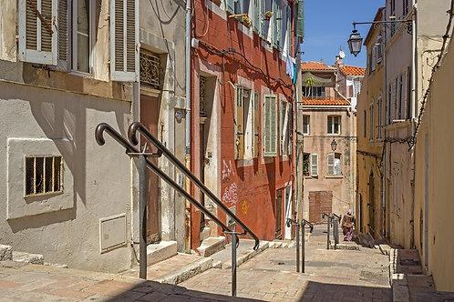 Лестница в квартале Панье в Марселе на юге Франции