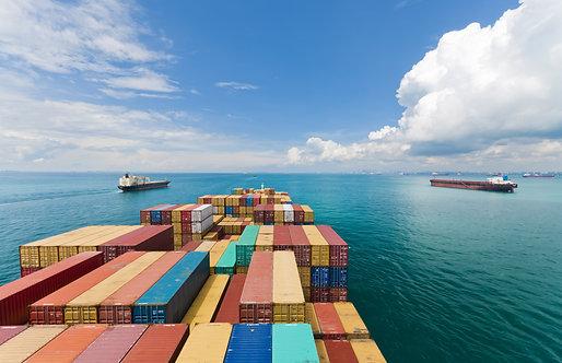 Грузовые суда входят в порт Сингапура