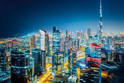Ночной вид сверху на современный Дубай