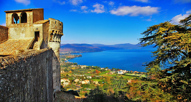Замок Орсини-Одескальски в Италии