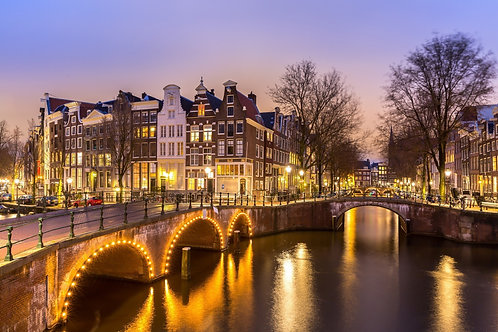 Амстердамские каналы западной стороны в сумерках