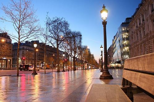 Елисейские поля вечером в Париже