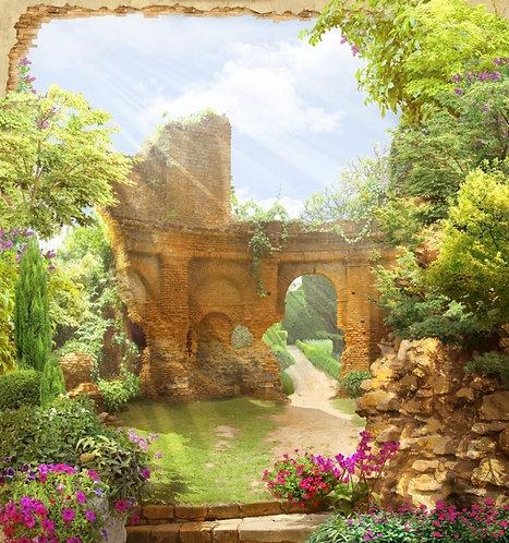 Арка с видом на сад. Цветущие кусты. Древние итальянские руины
