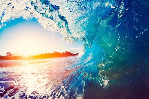 Голубая морская волна на рассвете