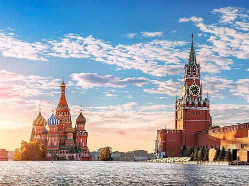 Храм Василия Блаженного и Спасская башня московского Кремля утром