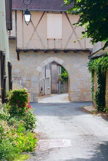 Фотообои. Фрески. Картины. Старый город. Улочка. Цветы. Франция