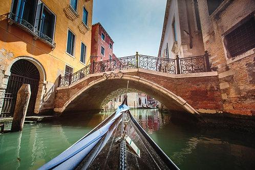Венецианская гондола и мост