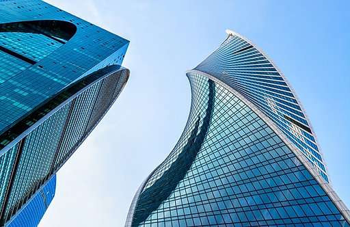 Вид снизу на небоскребы Москва-сити
