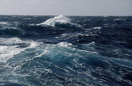 Штормовые волны в океане