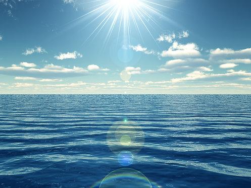 Солнечное небо над океаном