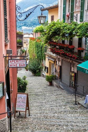 Уютная улица в Белладжо на озере Комо - Италия