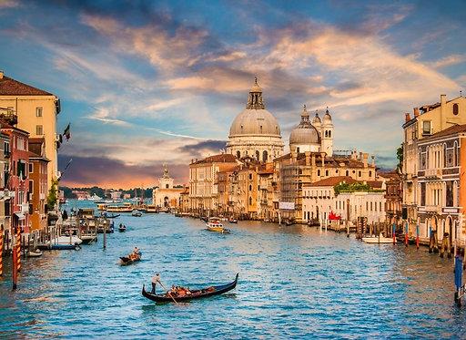 Гранд-канал и собор Санта-Мария делла Салюте в Венеции