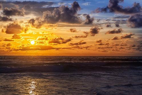 Красивый восход в Индийском океане
