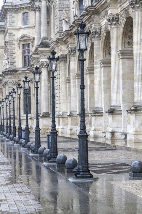Уличные фонари в историческом районе Парижа