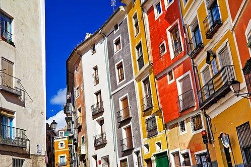 Красочные дома городка Куэнка в Испании