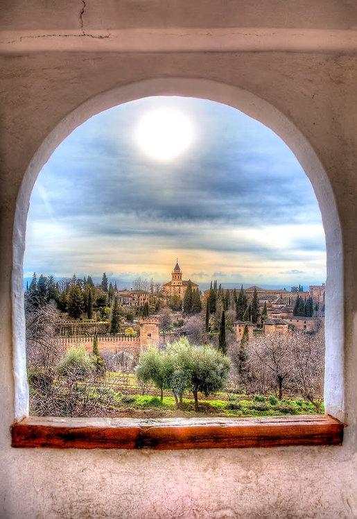 Вид из арочного окна на пейзаж со старинным замком