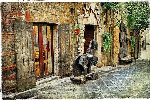 Старая улица в средневековом городе Орвието в Италии