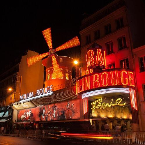 Мулен Руж в ночном Париже