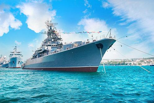 Военный корабль в бухте